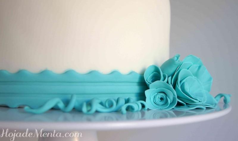 Tarta de fondant con flor azul para HojadeMenta