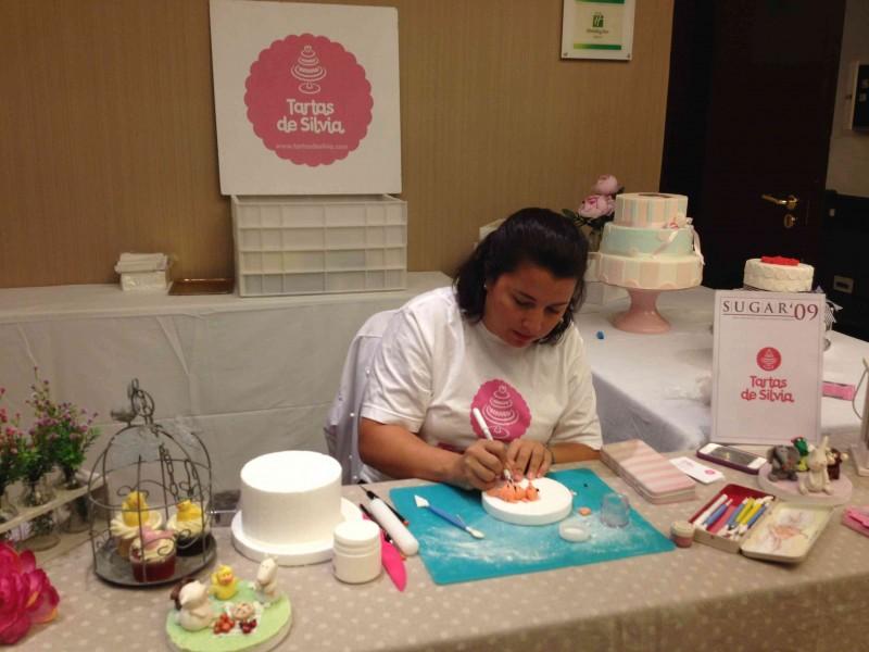Tartas de Silvia trabajando en Feria de reposteria Sugar09_2012 por HojadeMenta
